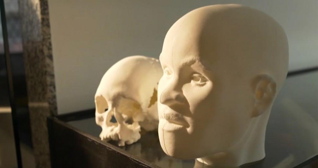 Crânio da Luzia, disponível em http://bit.ly/ReconstrucaoCranioLuzia